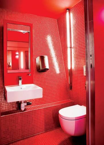 Produtos Roca nos banheiros da Torre Eiffel