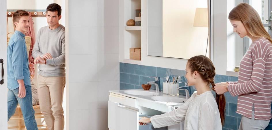 Sala de banho com produtos da Roca